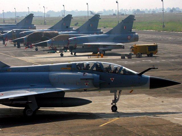 رواں ماہ رفائل طیاروں کی پہلی کھیپ بھی فرانس سے بھارت پہنچ رہی ہے۔ فوٹو، انٹرنیٹ