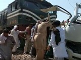 حادثےمیں زخمی ہونے والوں کو اسپتال منتقل کردیا گیا فوٹو: ٹویٹر
