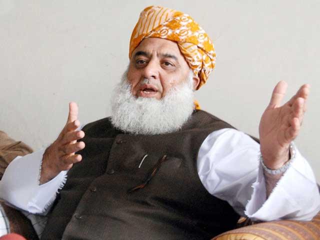 اپوزیشن کے غلط کردار کی وجہ سے حکومت کو طول ملا ہے، مولانا فضل الرحمان (فوٹو:فائل)