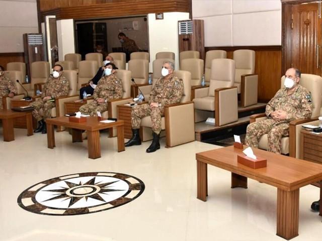 پشاور کور ہیڈ کوارٹرز میں آرمی چیف کو قبائلی علاقوں میں جاری منصوبوں اور سیکیورٹی کی صورت حال پر بریفنگ دی گئی۔ تصویر، آئی ایس پی آر