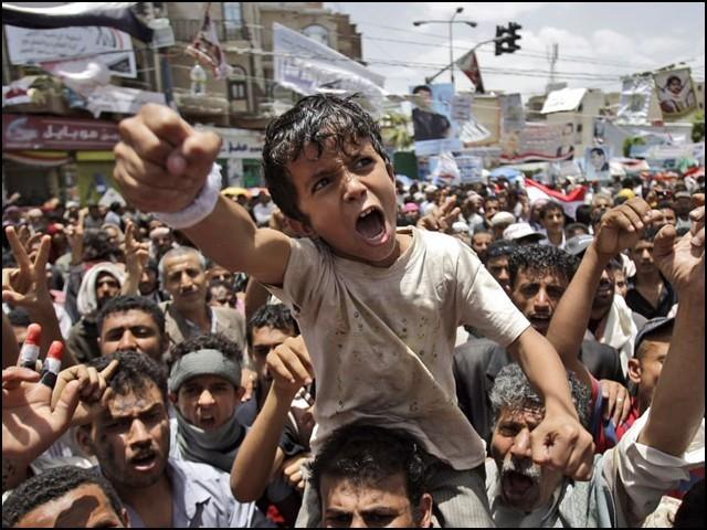 پورا مشرق وسطیٰ ایک ان دیکھی آگ میں جل رہا ہے جس میں خانہ جنگی سے اب تک 16 لاکھ سے زائد انسان قتل ہوچکے ہیں۔ (فوٹو: انٹرنیٹ)