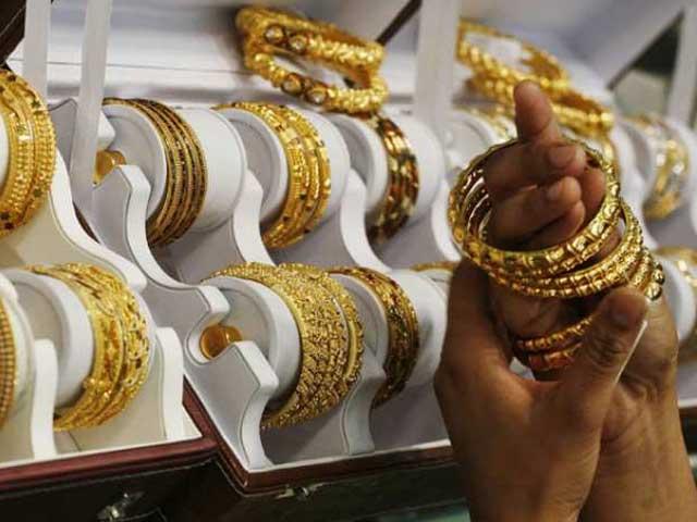 فی تولہ سونا 1لاکھ 9 ہزار100روپے اور دس گرام سونا بڑھ کر93536 روپے کا ہوگیا۔ فوٹو:فائل