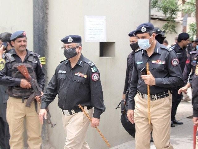 سندھ پولیس کے 16 افسران اور جوان کورونا کا شکار ہوکر جاں بحق ہوچکے ہیں فوٹو: فائل