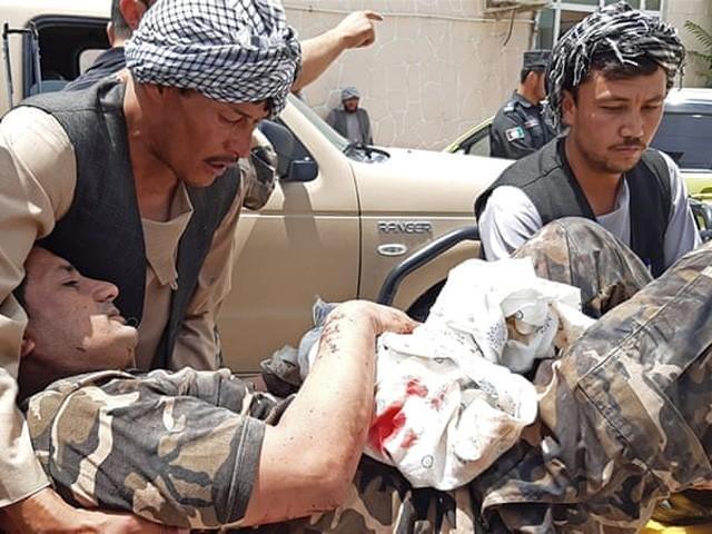 دھماکے کے بعد 4 مسلح افراد کی فائرنگ، جوابی کارروائی میں مارے گئے، طالبان نے ذمہ داری قبول کرلی (فوٹو : اے ایف پی)