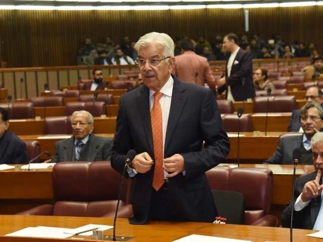 اپوزیشن کے رہنما خواجہ آصف کے اسمبلی میں ایک بیان پر تنازعہ سامنے آیا تھا۔ فوٹو، فائل