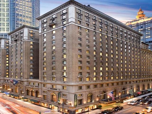 جدید اور لگژری ہوٹل روزز ویلٹ 1924 میں تعمیر کیا گیا تھا، فوٹو : فائل