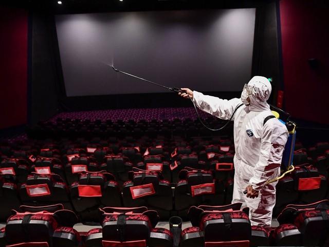 چین میں کورونا وائرس کی روک تھام کے لیے عائد کیے گئے لاک ڈاؤن کے باعث گزشتہ چھ ماہ سے سنیما گھر بند تھے۔ (تٓصویر: اے ایف پی)