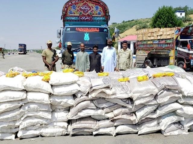 پکڑی گئی منشیات، چھالیہ اور گاڑیوں کی مالیت  تقریباً 11 کروڑ  روپے سے زائد ہے، ترجمان کوسٹ گارڈ (فوٹو: فائل)