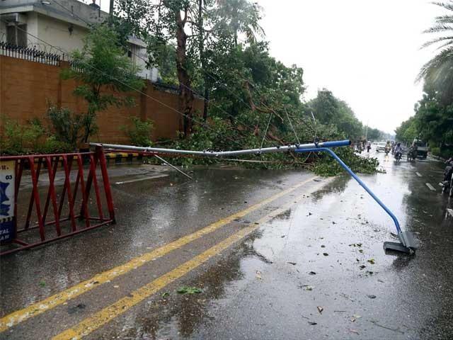 محکمہ موسمیات نے رواں برس  سندھ میں 20 فیصد زائد بارشوں کی پیش گوئی کررکھی ہے فوٹو: فائل