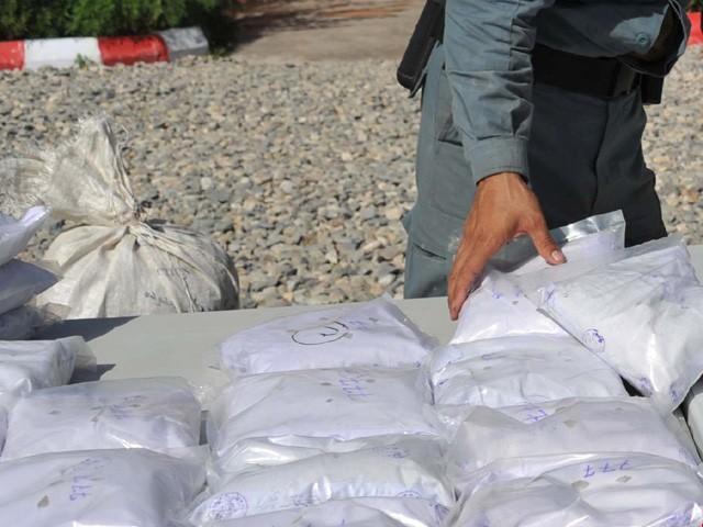 کراچی سمیت ملک بھر سے 4 ہزار 227 کلو گرام منشیات برآمد، 3 خواتین سمیت 27 ملزمان گرفتار، 10 گاڑیاں بھی ضبط (فوٹو : انٹرنیٹ)