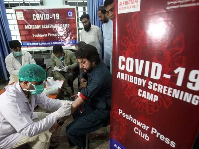 ملک بھر میں کورونا کے 242 مریض وینٹی لیٹر پر زیرعلاج ہیں فوٹو: فائل