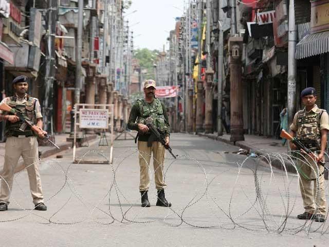 سری نگر اورجموں سمیت کشمیر بھر میں پبلک ٹرانسپورٹ پر بھی پابندی عائد ہوگی، بھارتی حکام۔ فوٹو:فائل
