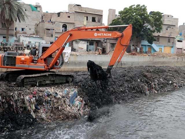 نالوں کی صفائی کے حوالے سے وزیراعلیٰ کو کئی خطوط ارسال کیے، میئر کراچی  ۔  فوٹو : پی پی آئی