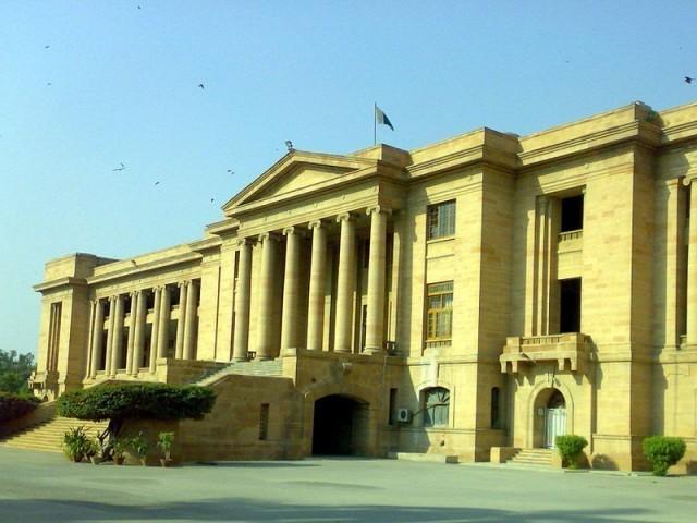 متعلق جسٹس خادم حسین ایم شیخ اور جسٹس ارشد حسین خان پر مشتمل دو رکنی بینچ نے تحریری حکم نامہ جاری کیا. فوٹو، فائل