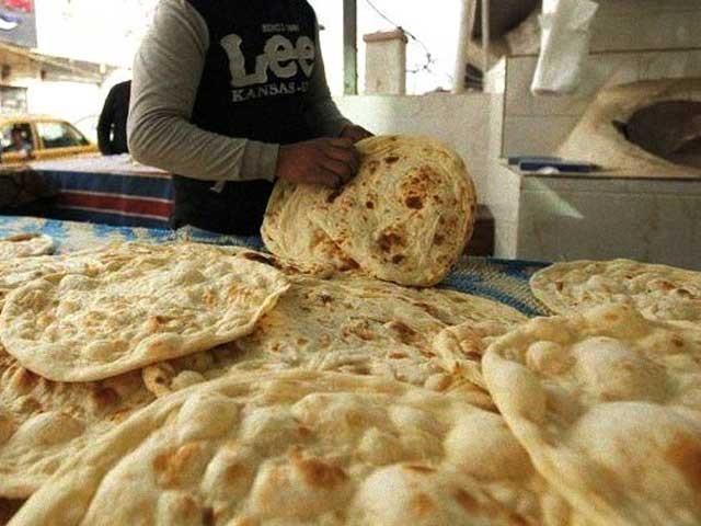 خمیری اور پتیری روٹی دونوں کی قیمت میں اضافے کا اعلان کیا گیا ہے۔ (فوٹو، فائل)