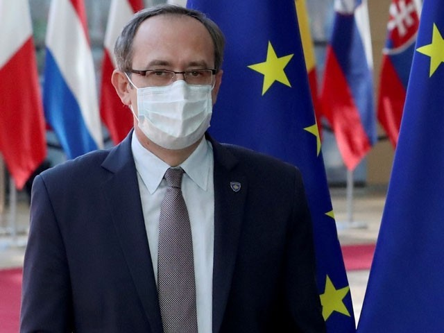 وزیراعظم نے ٹیسٹ مثبت آنے پر خود کو قرنطینہ کرلیا، فوٹو : فائل