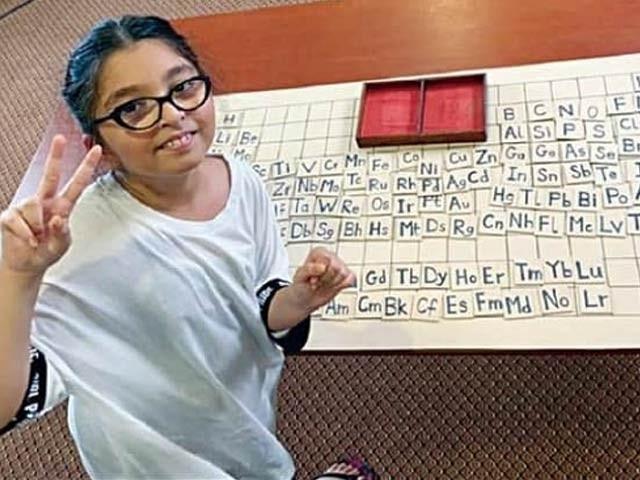 9 سالہ پاکستانی طالبہ نتالیہ نے ریکارڈ مدت میں پریاڈک ٹیبل کے تمام عناصر مرتب کرکے نیا ریکارڈ اپنے نام کردیا ہے۔ فوٹو: فائل
