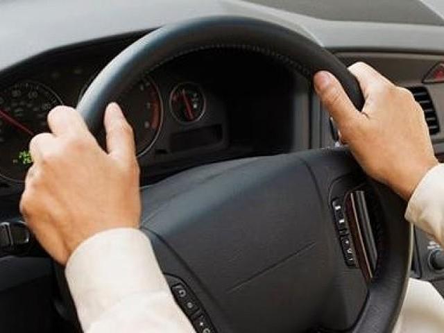 آج سے ڈرائیونگ لائسنس کی ویب سائٹ اور ایپلی کیشن کے ذریعے صبح 10 سے شام 4 بجے تک اپائنمنٹ لیا جا سکے گا ۔  فوٹو : فائل