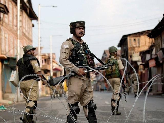 بھارتی حکومت نے 4 اور 5 اگست کو سری نگر میں مکمل کرفیو لگا دیا۔ فوٹو : فائل