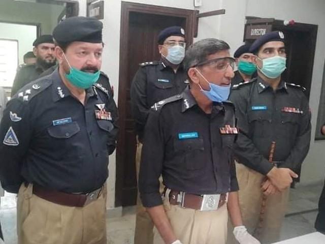 پولیس فورس ہر قسم کے حالات سے نپٹنا جانتی ہے، آئی جی ثناءاللہ عباسی۔ فوٹو: ایکسپریس