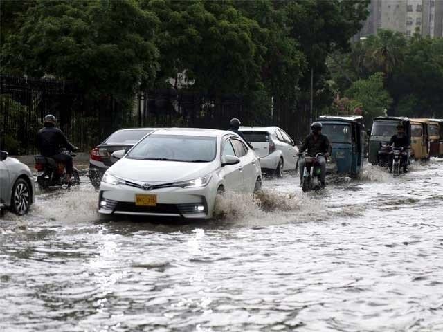 کراچی سمیت سندھ اور بلوچستان کے بیشتر اضلاع میں مون سون بارشوں کا سلسلہ جاری ہے فوٹو: فائل