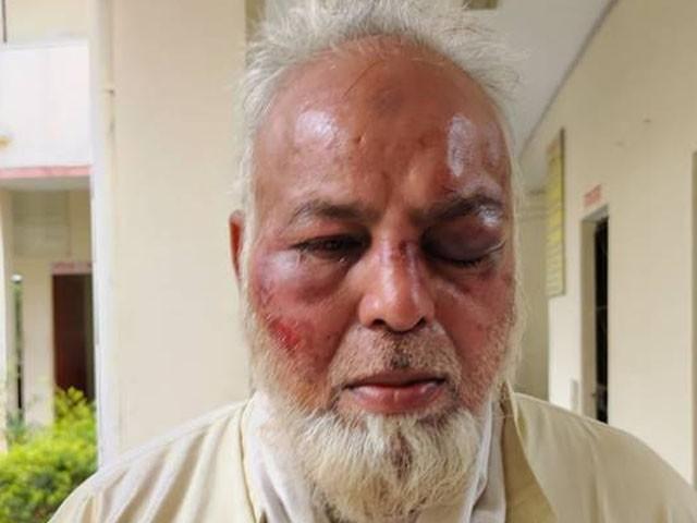 انتہا پسند ہندوؤں نے بزرگ عبدالغفار کا رکشہ اور نقدی بھی چھین لی، فوٹو : بھارتی میڈیا