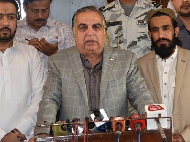 صوبے بھر میں ایسے ایڈمنسٹریٹرز کی تعیناتی ناگزیر ہے جن کی سیاسی وابستگی نہ ہو، گورنر سندھ (فوٹو: فائل)