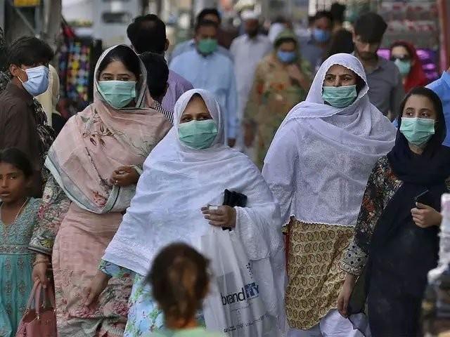 پاکستان میں رواں برس فروری میں کورونا کے پہلے مریض کی تشخیص ہوئی تھی فوٹو: فائل