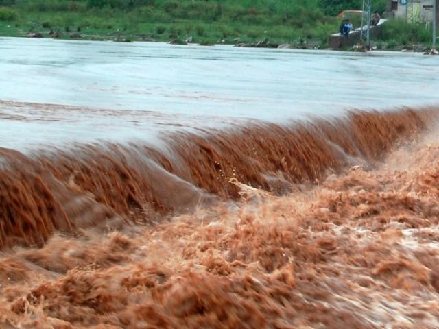 صوبائی محکمۂ آب پاشی نے حب ڈیم میں پانی کی سطح بلند ہونے کی وجہ سے نواحی علاقے خالی کروالیے ہیں(فوٹو، فائل)