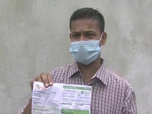 حادثے کے باعث 5 ماہ گھرمیں بسترپرتھا لاک ڈاؤن میں بل نہیں بھرسکا، شہری: فوٹو: ایکسپریس