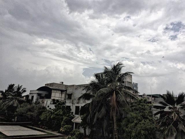 ٹھنڈی ہوائیں چلنے سے گرمی میں بھی کمی ہوئی فوٹو:فائل