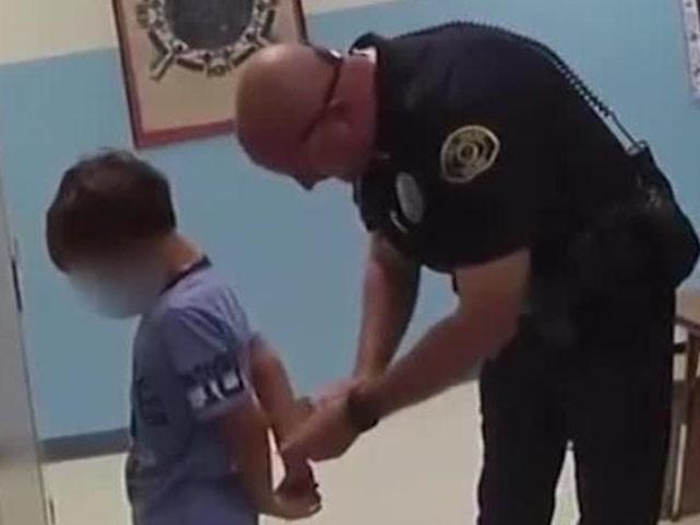 عدالت نے 9 ماہ کیس چلنے کے بعد بچے کے خلاف مقدمہ خارج کردیا، فوٹو : ویڈیو گریب