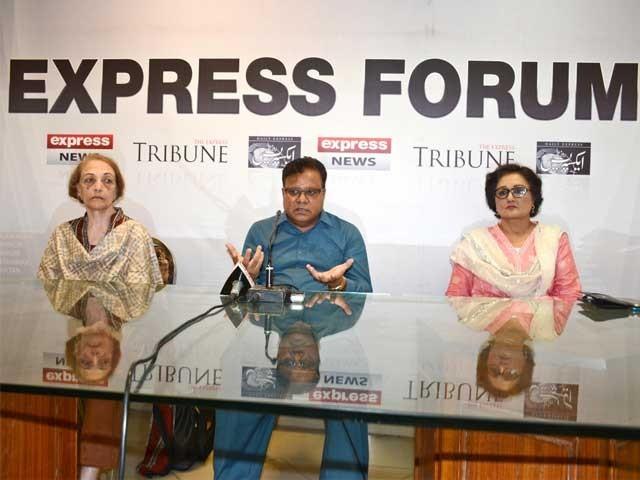 جب تک ہم ایک قوم نہیں بنتے تب تک ملک ترقی نہیں کرسکتا،ڈی جی پلاک ڈاکٹر صغریٰ ، ''ہم سب کا پاکستان'' کے موضوع پر گفتگو۔ فوٹو: ایکسپریس