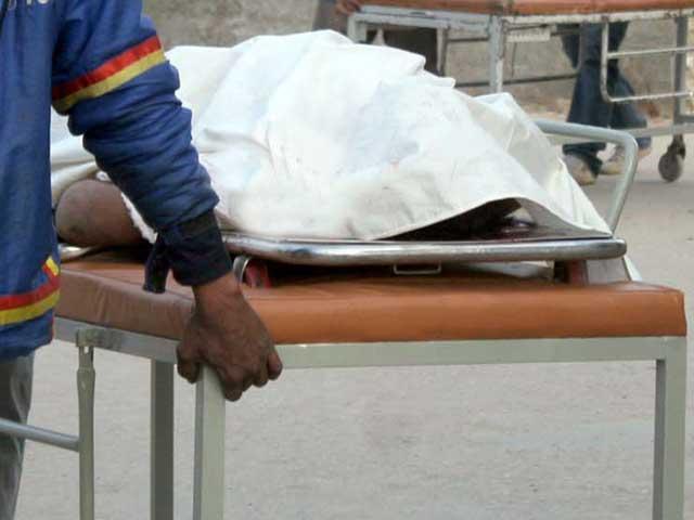 حادثے کے نتیجے میں دو افراد جاں بحق اور ایک شخص زخمی ہوگیا۔ فوٹوفائل