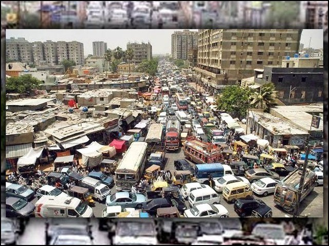 بے ہنگم ٹریفک، اوورلوڈنگ اور ڈرائیوروں کی غفلت ٹریفک حادثات کی اہم وجوہات ہیں۔ (فوٹو: فائل)