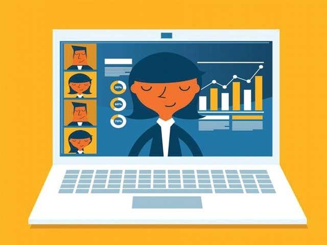 'آن لائن' کلاسوں میں 'انٹرنیٹ' کا رخنہ بہت بڑا مسئلہ رہا ۔  فوٹو : فائل