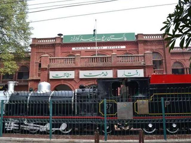 راولپنڈی ڈویژن میں گریڈ5تک ایک ہزار من پسند افراد کو بھرتی کیا گیا اور ان سے رقوم بھی وصول کی گئیں، نیب ذرائع (فوٹو: انٹرنیٹ)