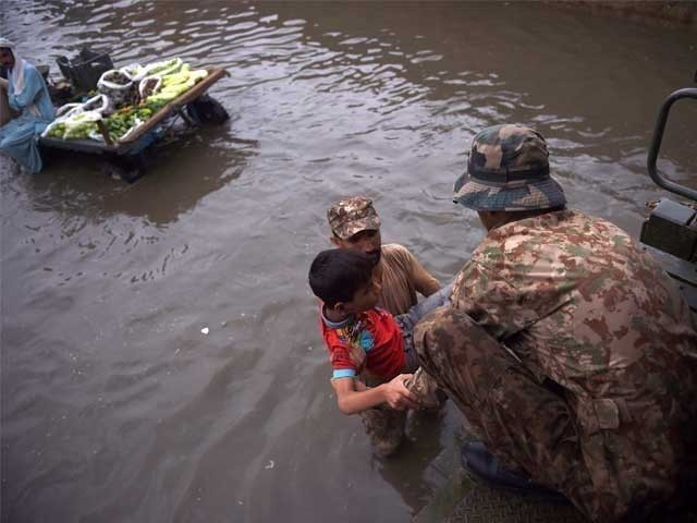 لوگوں کو کھانا اور پانی پہنچائیں، انہیں اکیلا نہ چھوڑیں، وزیراعلی سندھ کی کمشنرکراچی کو ہدایت: فوٹو: فائل