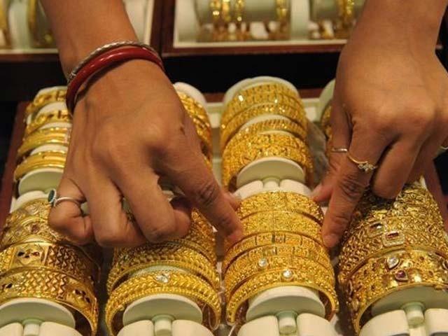 فی تولہ سونا116500 روپے اور دس گرام سونے کی قیمت بڑھ کر 99880روپے ہوگئی۔ فوٹو:فائل