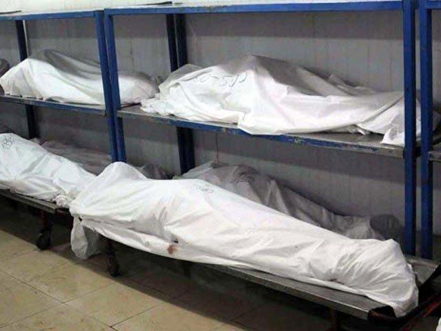 جاں بحق ہونے والوں میں میاں بیوی اور دو بچے شامل ہیں۔ فوٹو: فائل