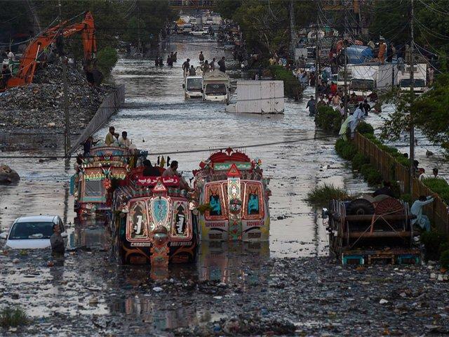 کراچی چیمبر کی جانب سے شہریوں کے مکانات کی تعمیر اور خوراک کی فراہمی کا مطالبہ بھی کیا گیا ہے(فوٹو، فائل)