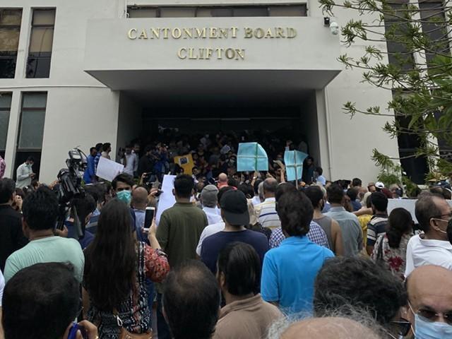 https://c.express.pk/2020/08/2074907-cbcprotest-1598862399-356-640x480.jpg