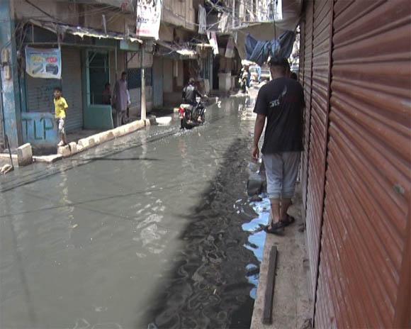 Karachi liyari sawrage water 15