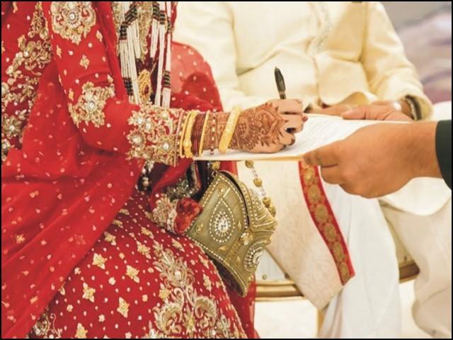 شادی کی عمر گزر جانا یا گزار دینا بھی اپنی جگہ ایک مسئلہ ہے۔ (فوٹو: انٹرنیٹ)