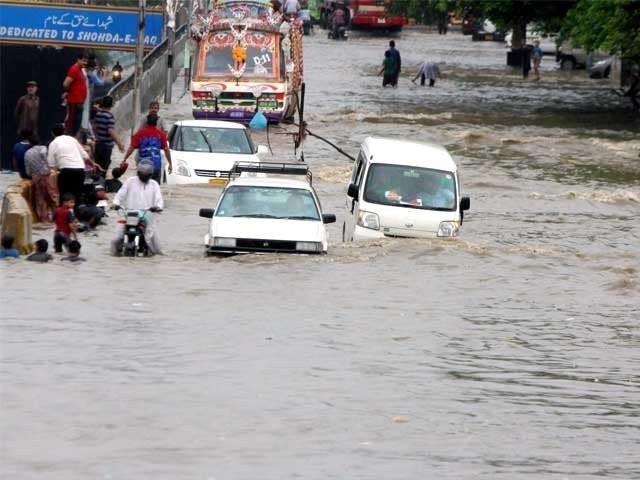 بارشوں سے 10سڑکیں، 10پل،2 ہوٹل، 3 دکانیں، 5 مساجد، 6 پاور ہاوسز کو بھی نقصان پہنچا فوٹو: فائل