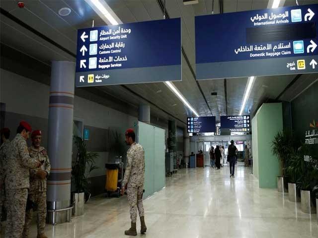 سعودی عرب نے کوروناوائرس کےباعث سفری پابندیاں لگائی تھیں۔  فوٹو: فائل