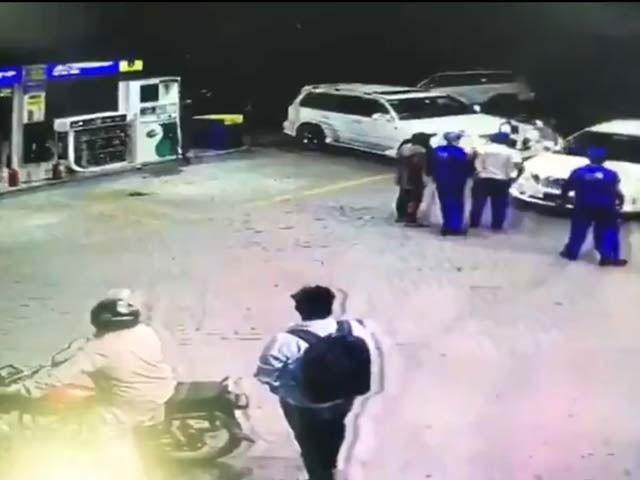 سیشن جج اور حکومتی پارٹی کی رکن اسمبلی کے مابین ہاتھا پائی کے بعد فائرنگ کا واقعہ اتوار اور پیر کی درمیانی شب پیش آیا۔(فوٹو، اسکرین شاٹ)