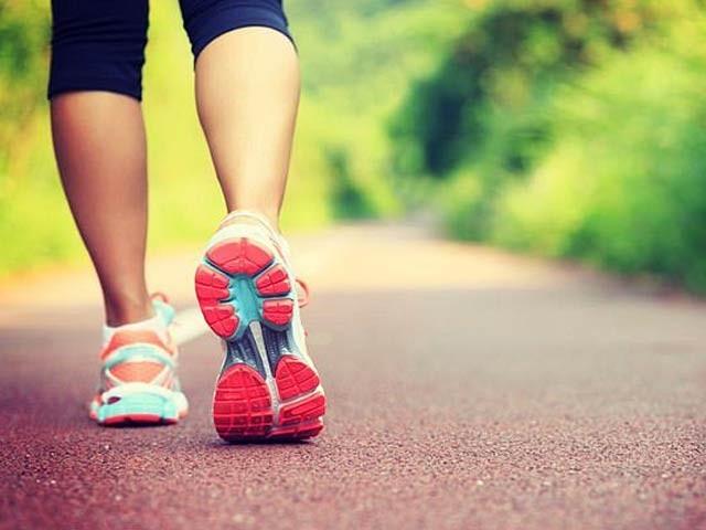 سویڈن کی دو جامعات کے مطابق صرف چند منٹ کی ورزش یا واک بھی یادداشت کو بہتر بناسکتی ہے۔ فوٹو: فائل