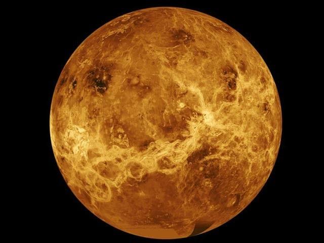 ماہرین کے مطابق سیارہ زہرہ پر حیات کے لیے ضروری فاسفین گیس دریافت ہوئی ہے۔ فوٹو: فائل