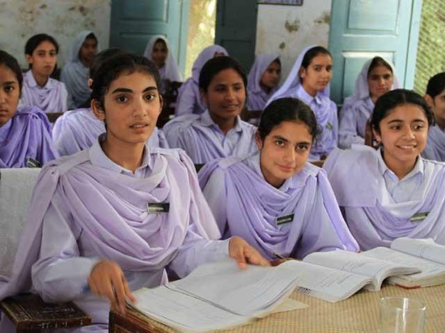 نصاب وفاقی تعلیمی بورڈ کی ویب سائٹ پر آویزاں کر دیا گیا ہے۔ فوٹو:فائل